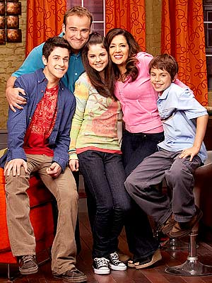 http://www.webtvwire.com/wp-content/uploads/2009/10/wizards-of-waverly-place-logo.jpg